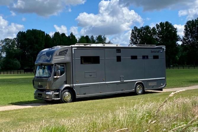 Horsetruck Renault midlum